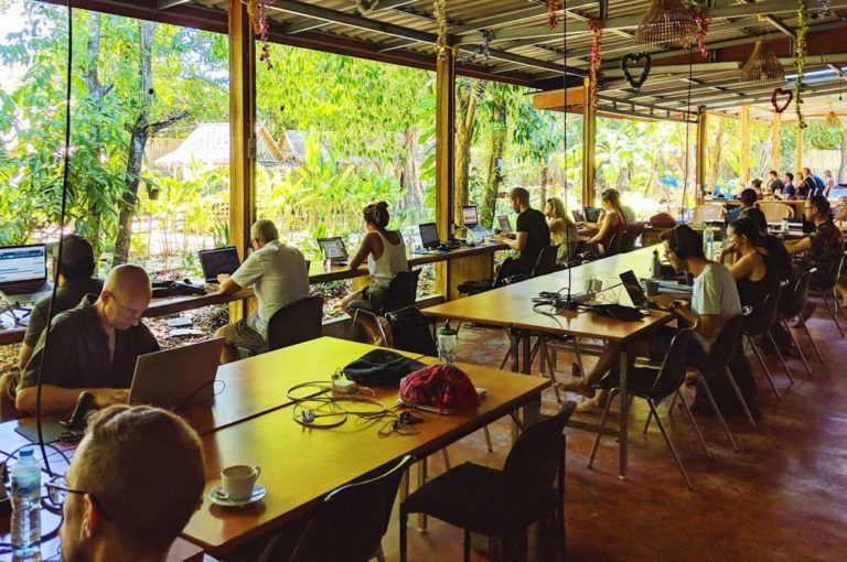 coworking-space-with-remote-workers