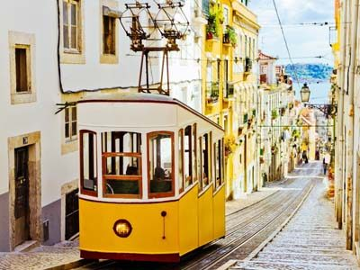 digital-nomad-lisbon-tram