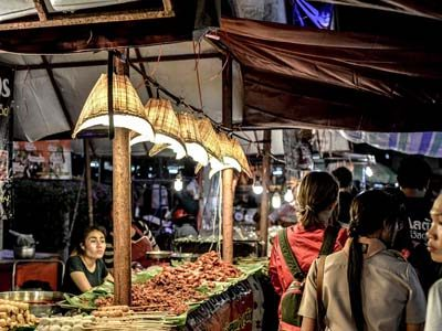 night-market-koh-phangan-digital-nomad-hacker-paradise